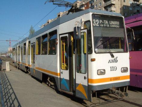 Un tramvai a deraiat în București. STB a suplimentat cu autobuze circulația pe linie