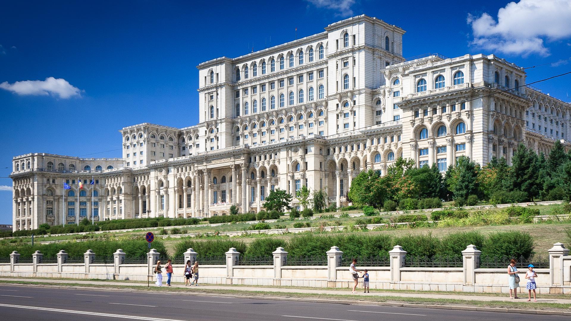 Top 10 cele mai înalte clădiri din București. Palatul Parlamentului