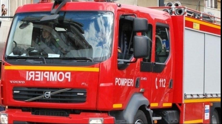 Incendiu de amploare la un centru de colectare a deșeurilor din București. În interior sunt butelii și alte recipiente sub presiune