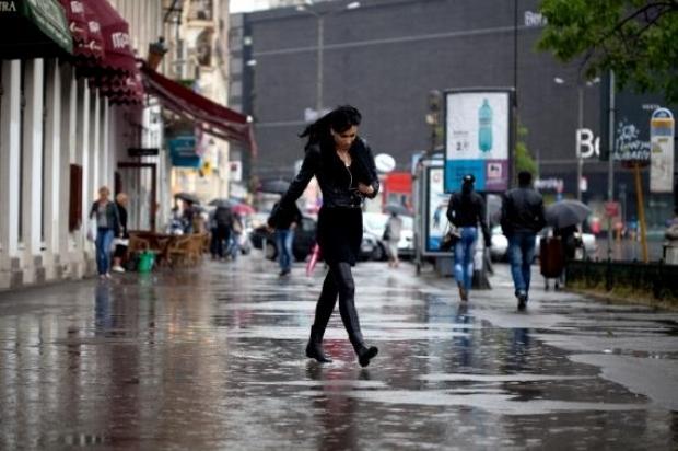 Prognoza meteo pentru următoarele două săptămâni. În București vremea va fi răcoroasă
