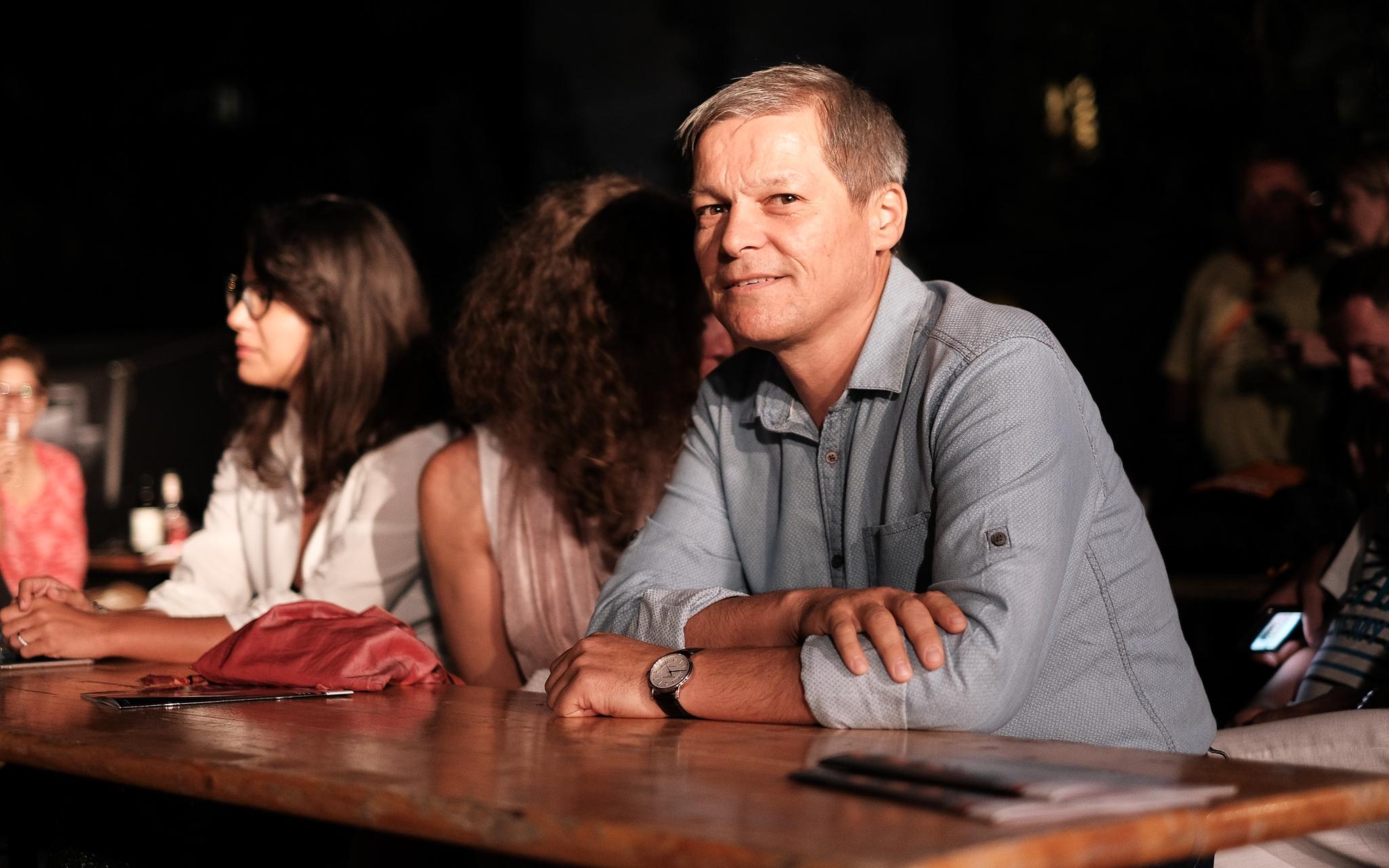 Cioloș, pentru a doua oară nominalizat de Klaus Iohannis în fruntea Guvernului. De la guvernul post-Ponta, la criza politică din pandemie. BIOGRAFIE