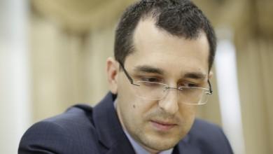 Photo of Vlad Voiculescu: Este sezonul panglicilor şi premierul se duce să lanseze un… supliment alimentar