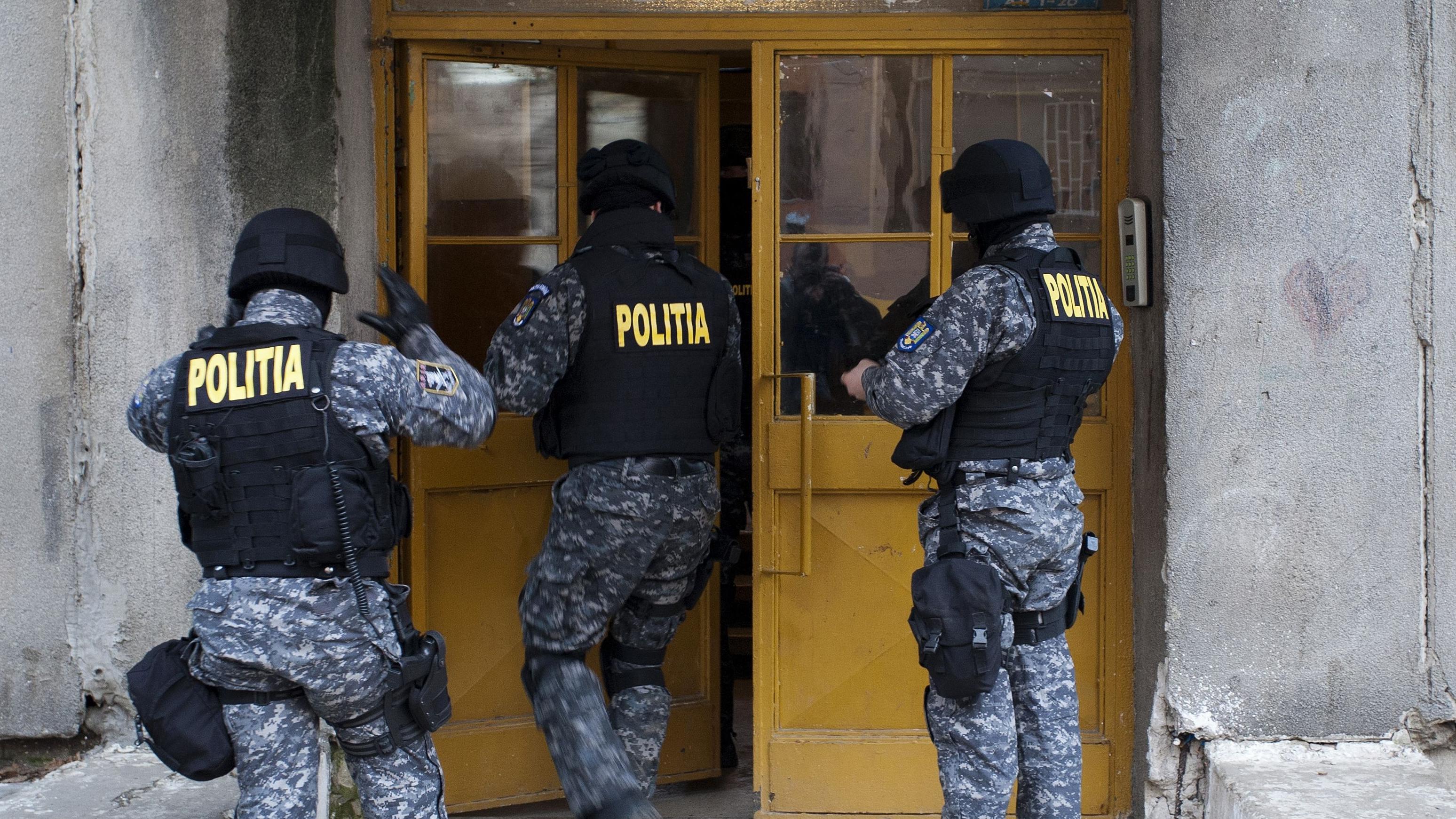 Poliţiştii Direcţiei de Investigaţii Criminale efectuează 24 de percheziții domiciliare, în Bucureşti şi Ilfov