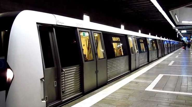 metroul ajuns in statie