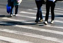 Photo of Proiect bombă pe masa MAI! Pietonii care se uită în telefon când traversează vor fi amendați