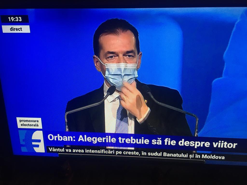 Premierul- Orban- duce- mina- la-masca