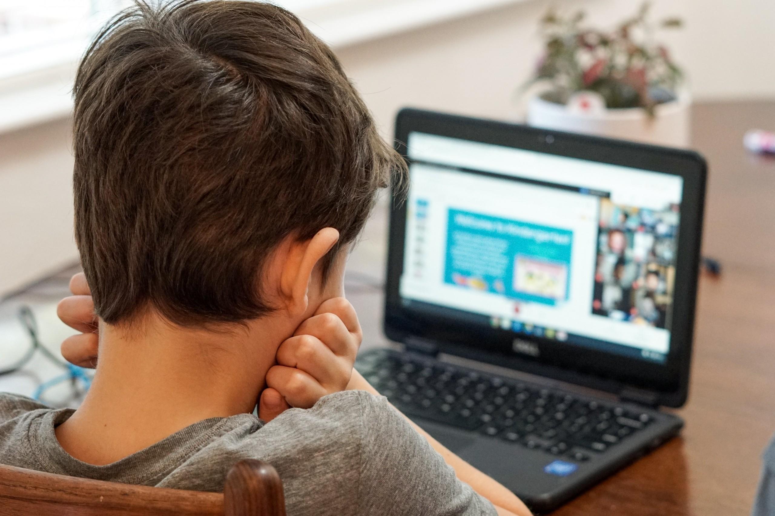 profesorii nevaccinați ar putea preda doar online