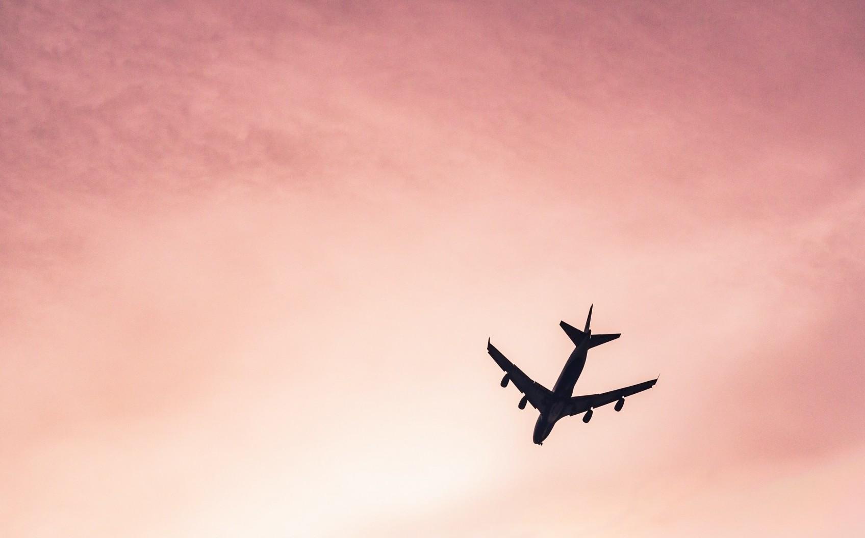 Un avion care a decolat din București a ajuns la Cluj după 10 ore