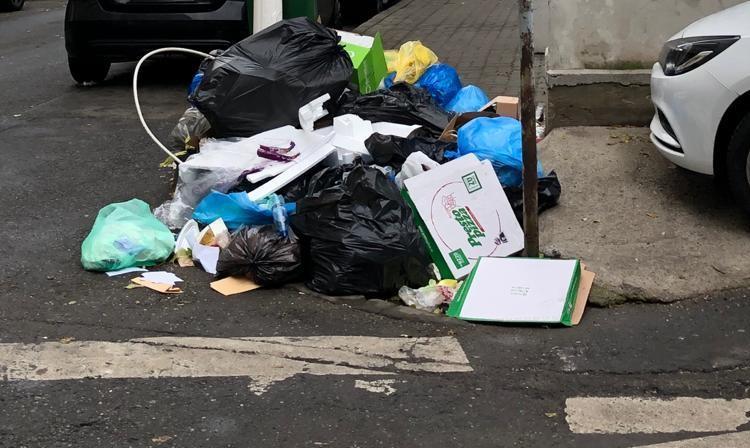 Morman de gunoi pe străzile Bucureștiului