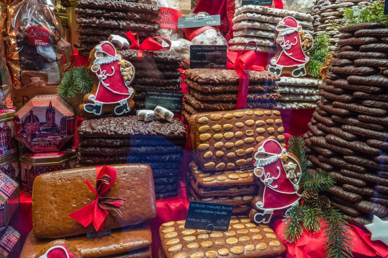 Dulciuri specifice sărbătorilor, de la un târg nemțesc
