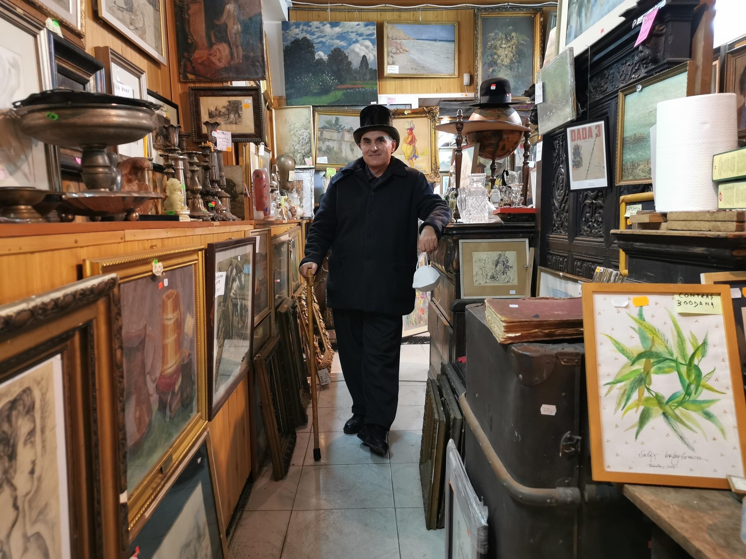 Iulian Preda, negustor de artă în magazinul său