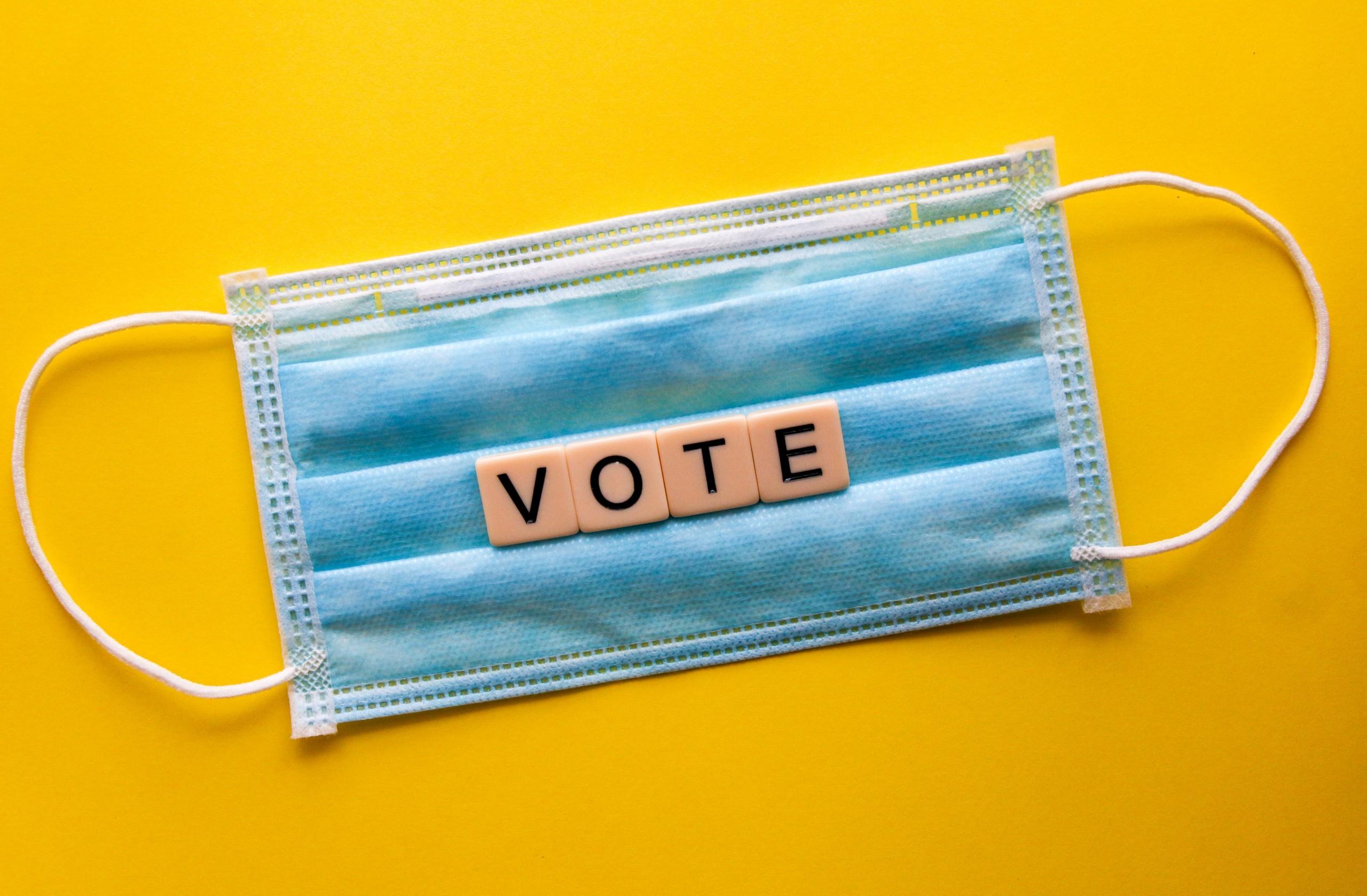"""Mască de protecție cu textul """"VOTE"""""""