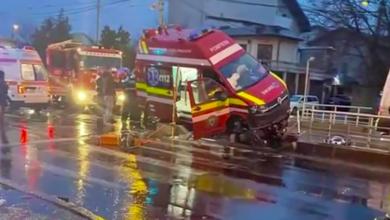 Photo of Accident cu o ambulanță SMURD în București. Trei răniți, tramvaie blocate