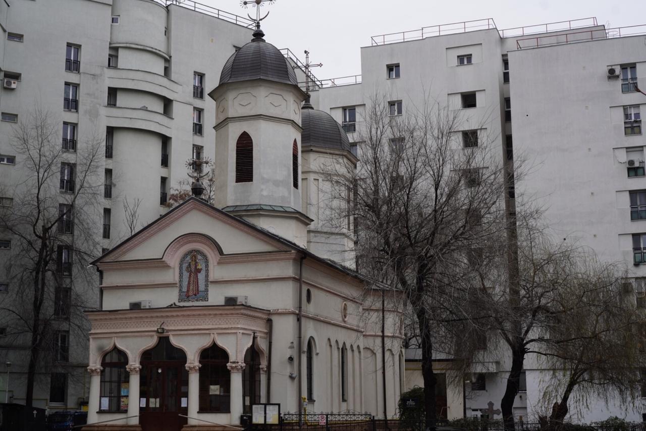 biserica, sfintul, stefan, intre blocuri gri