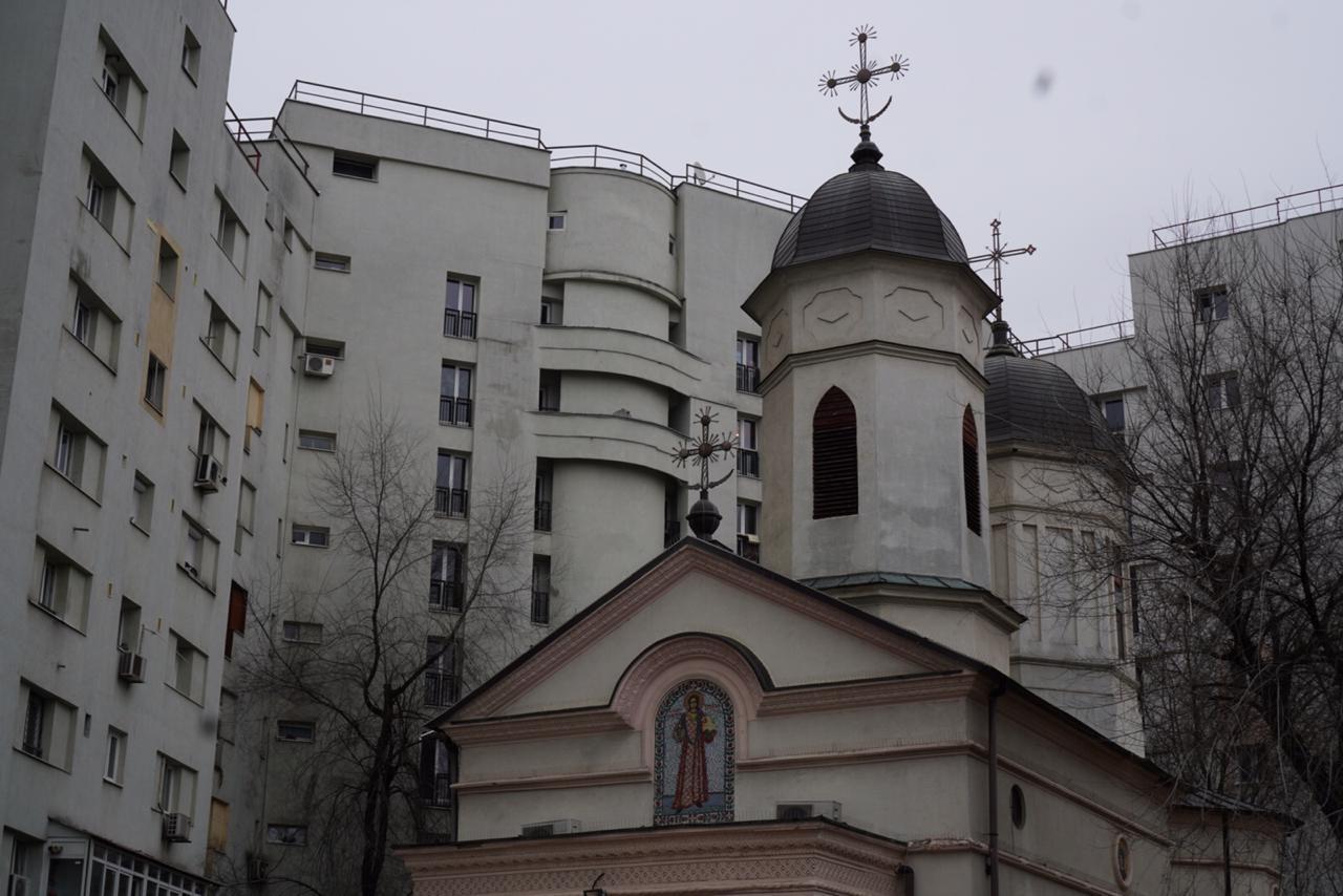 Biserica, Sfintul, stefan, intre, blocuri