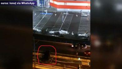 Photo of VIDEO I Accident bizar în București! O mașină, la un pas să cadă de pe Podul Basarab