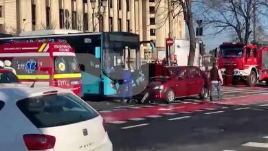 Photo of Accident în București. Un autobuz STB s-a ciocnit de o maşină aproape de Parlament
