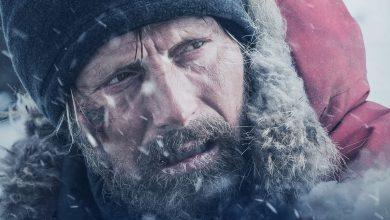 """Photo of Robinson Crusoe nu vrea si nu poate sa moară! Va plac filmele cu supraviețuitori care se dovedesc a fi supraoameni? Vedeți """"Arctic"""", o producție rece si tare"""