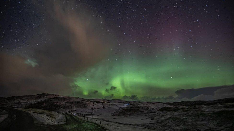 Brae, Shetland, a fost printre punctele de observație pentru observarea aurorei peste noapte de luni până marți