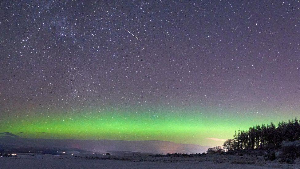 Imaginea lui Freck Fraser cu aurora, lângă Beauly