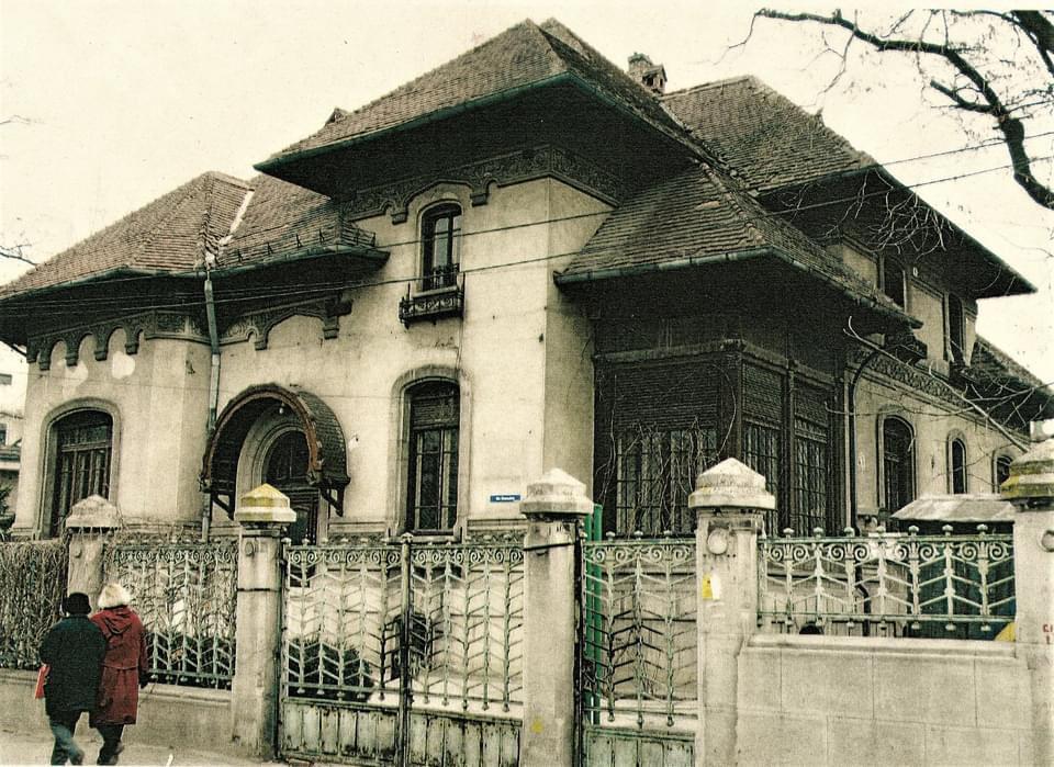 cladire, in stil neoromanesc inainte, de, restaurare