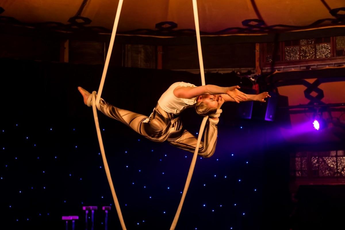 Un acrobat de la Circul Globus a căzut în cap