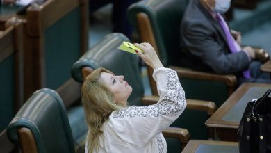 Photo of Diana Șoșoacă nu mai știe ce să facă: Toți mă vor! Cine îi face intens curte, cine o interesează, la cine strâmbă din nas
