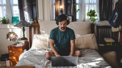 Photo of Ce se întâmplă dacă lucrezi din pat, timp de un an. Tinerii sunt cei mai afectați