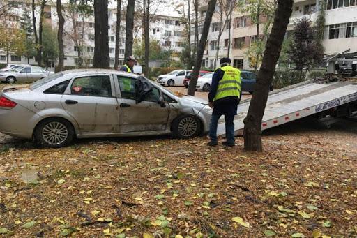 20.000 de mașini zac abandonate pe străzile din București