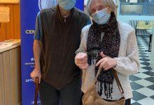 Photo of Poveste de Dragobete în București. Seniorii care s-au luat de braț și s-au dus să se ia trântă cu COVID-19
