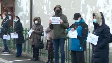 """Photo of Proteste din cauza mutării Colegiului """"Gheorghe Șincai"""" din București. Profesorii nu au intrat la ore"""