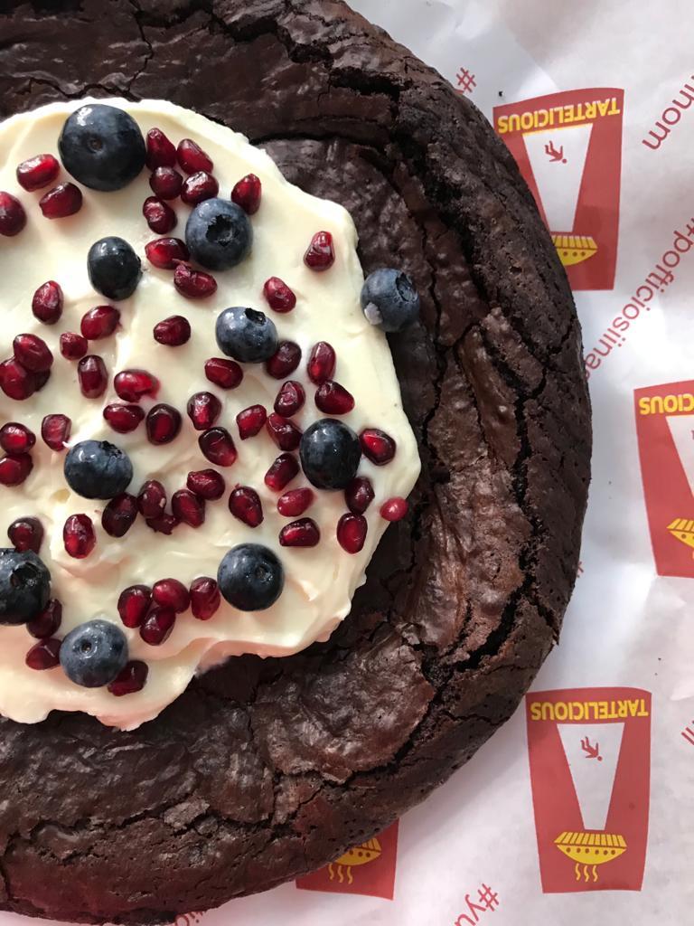 tarta brownie cu mascarpone si rodie
