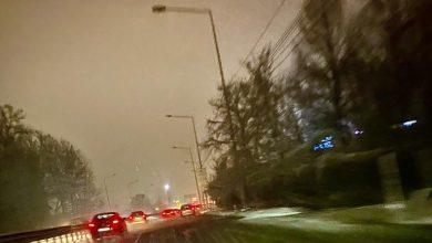 Photo of Afară ninge viscolit, pe DN1 este oprit curentul. Vizibilitate minimă pentru șoferi