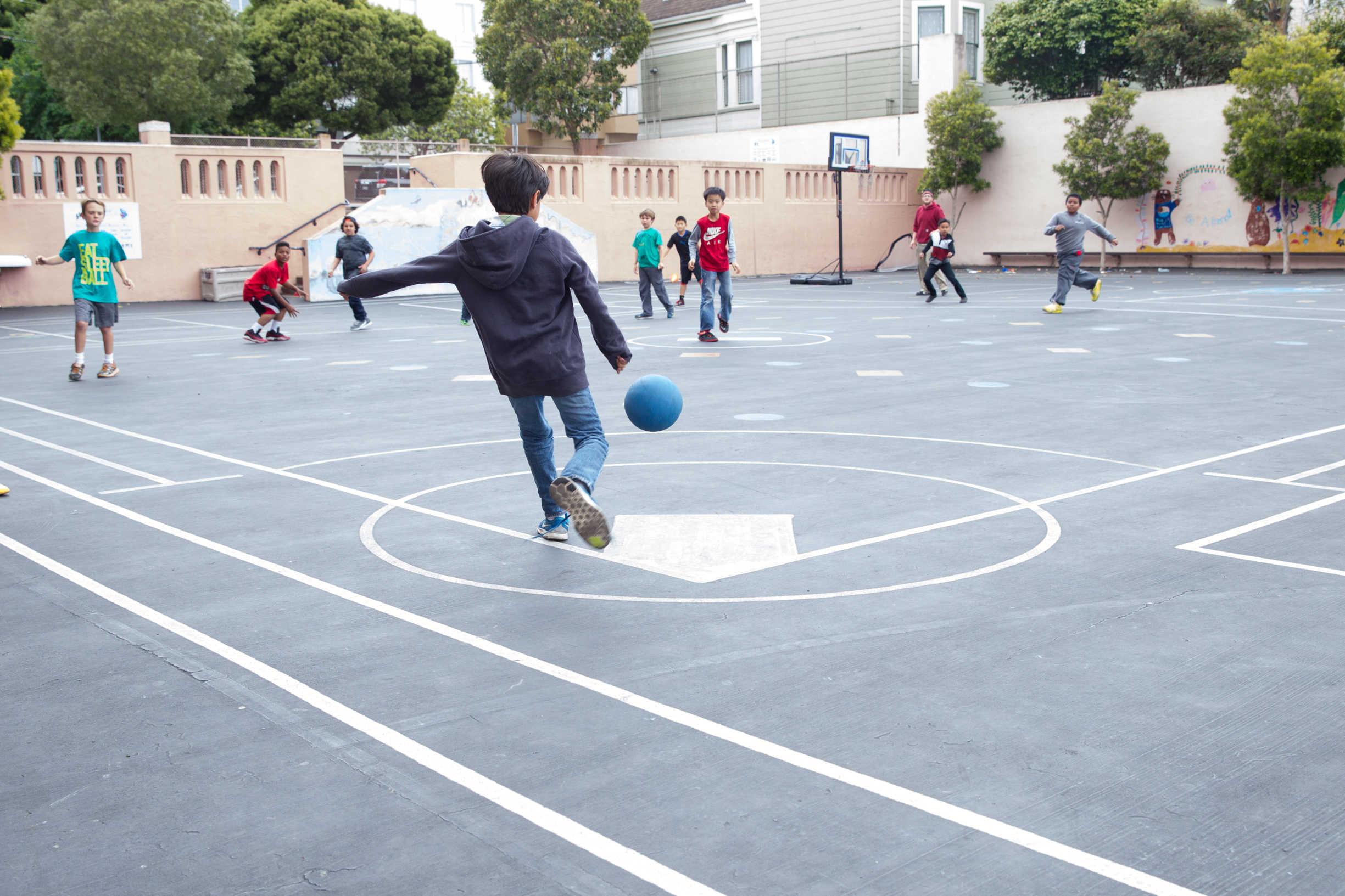 În Sectorul 2 se deschid curțile școlilor