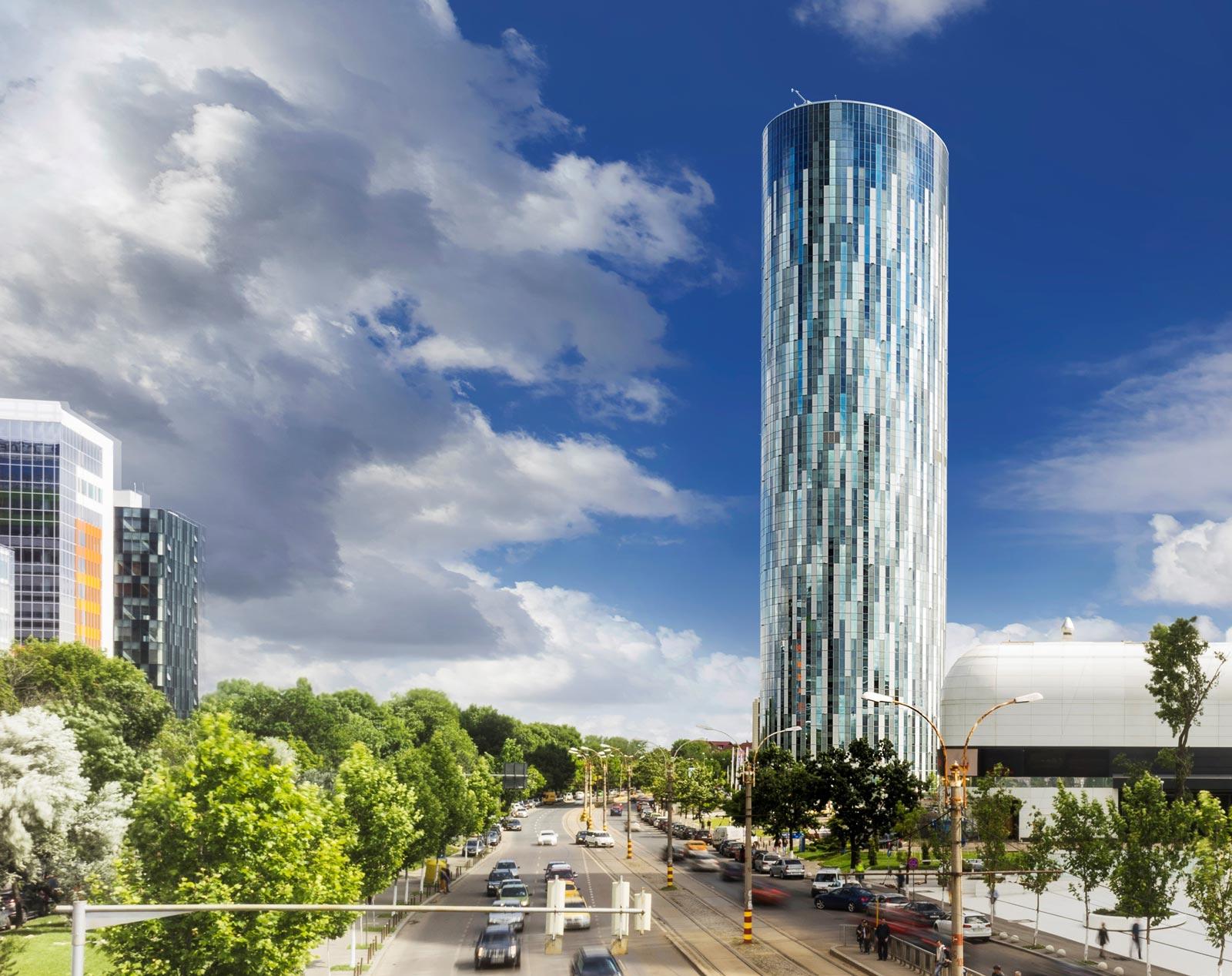 Top 10 cele mai înalte clădiri din București. SkyTower