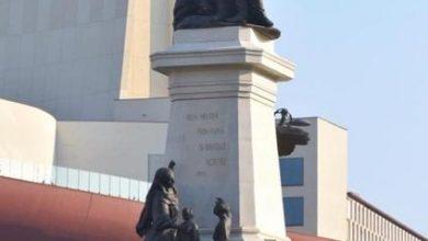 Photo of În timp ce fierbeți la semafor în rond la Universitate, admirați statuia închinată lui Ionel Brătianu. A costat 16, 6 milioane de lei și se sprijină cu 160 de tone pe pasajul de la metrou