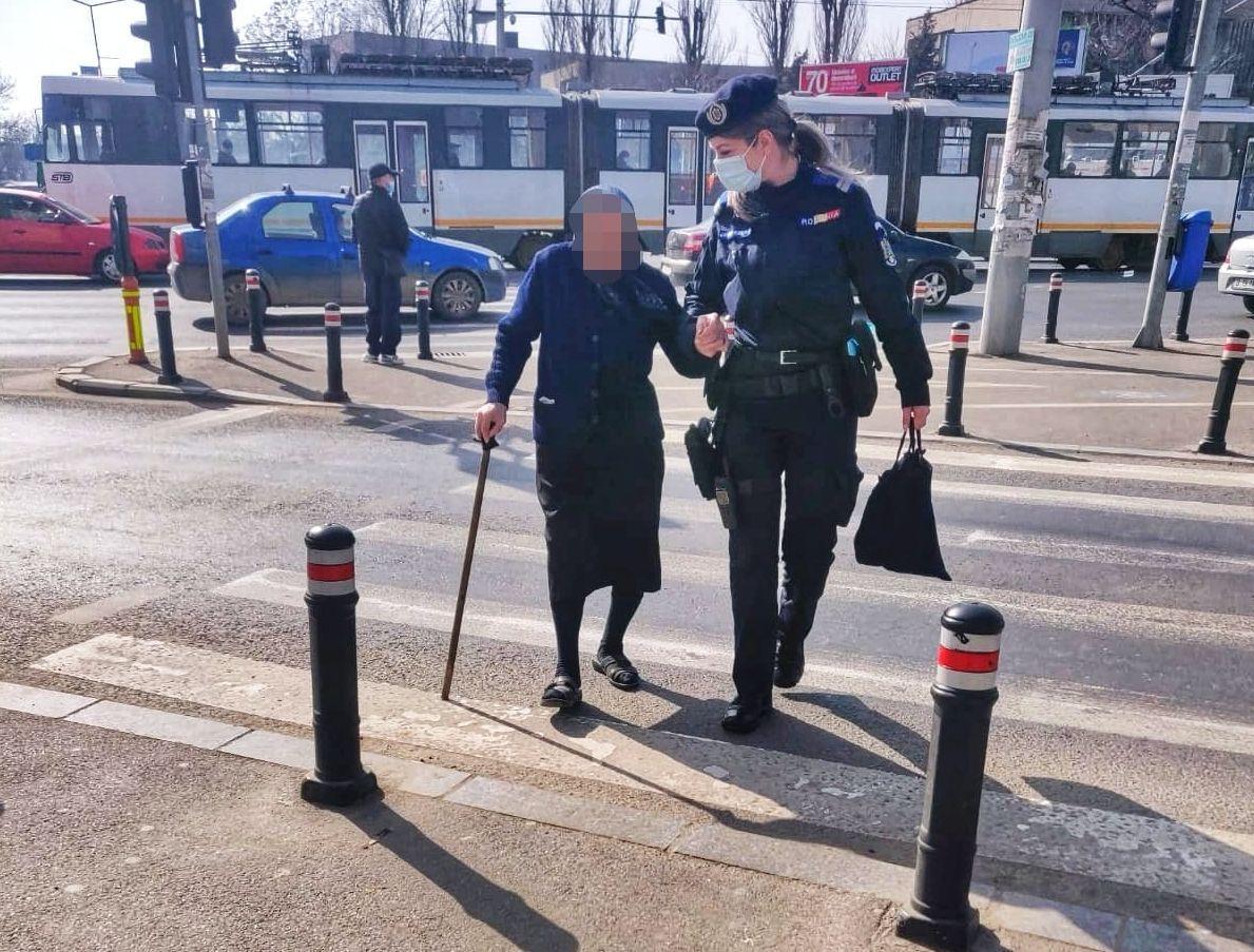 Jandarmii din Bucureşti au ajutat o bătrână de 91 de ani să ajungă acasă