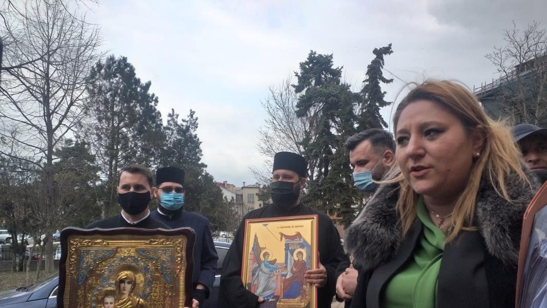 Diana Șoșoacă a primit cadou o icoană