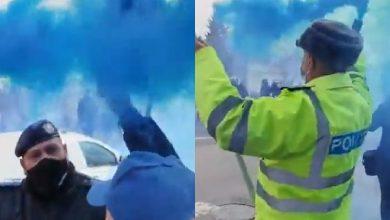 Photo of Un nou protest cu fumigene la Ministerul de Interne. Poliţiştii au aruncat cu fumigene pe treptele instituției VIDEO