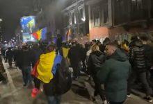 Photo of Proteste București. Sute de persoane au venit în marş de la Piaţa Victoriei până la Palatul Cotroceni. Scandări în fața casei lui Iohannis
