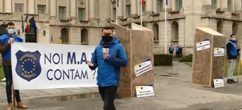 Protest cu toalete în fața Ministerului de Interne