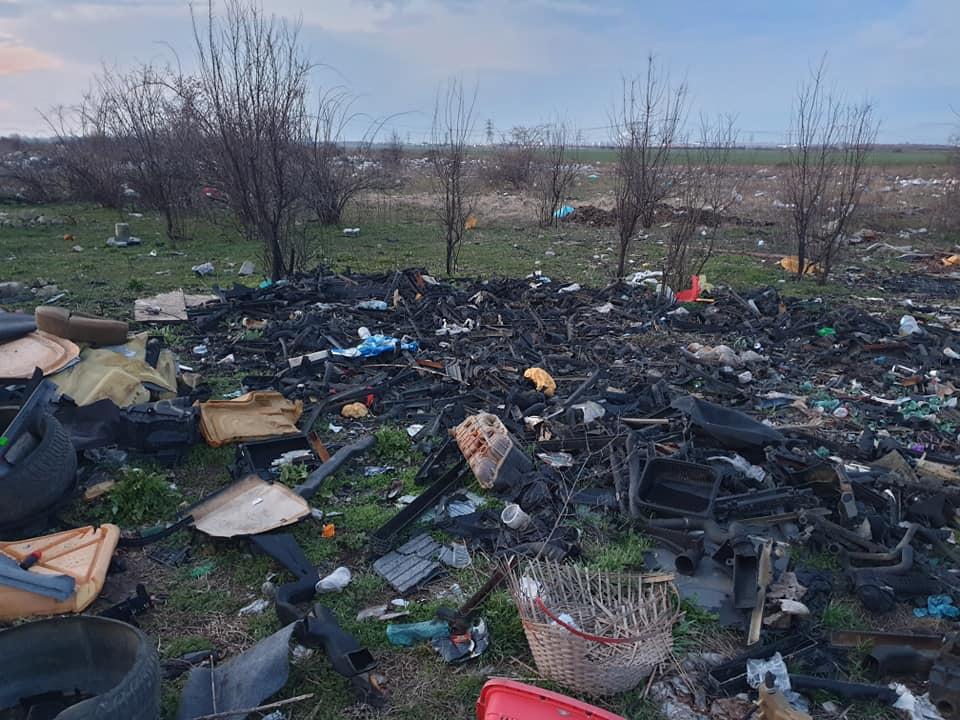 Comisarii Gărzii de Mediu au descoperit un câmp plin cu deșeuri lângă București