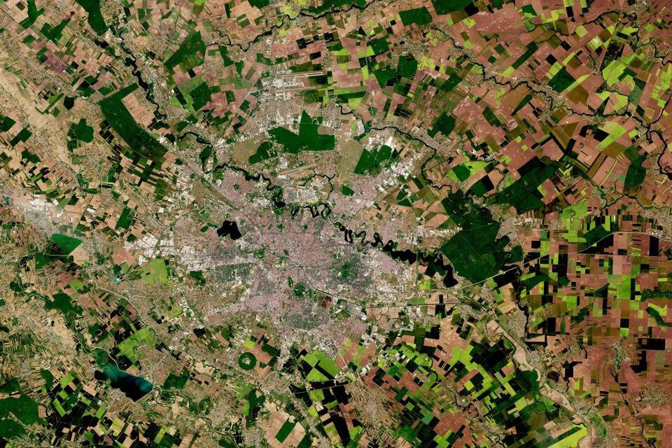 Bucureștiul din satelit
