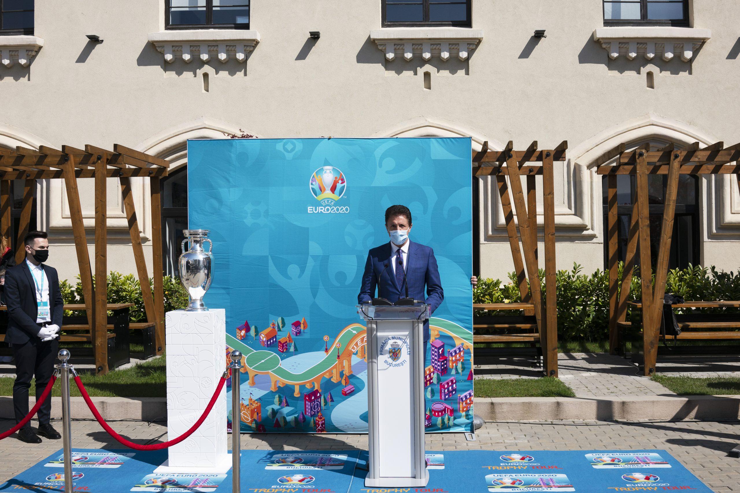 """Trofeul UEFA EURO 2020 a ajuns în Capitală. Nicușor Dan: """"Vă asigur că Bucureştiul va fi o gazdă primitoare"""""""