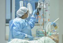 Photo of Ministerului Sănătății a luat decizia finală: pacienții COVID-19 pot fi vizitați de preot și de familie. Se schimbă și modul în care se fac înmormântările