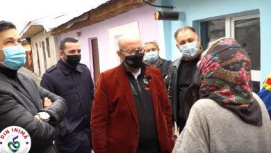 Photo of Cristian Popescu Piedone, împreună cu Vali Vijelie şi Liviu Vârciu, daruri de Paște pentru mai multe familii nevoiașe