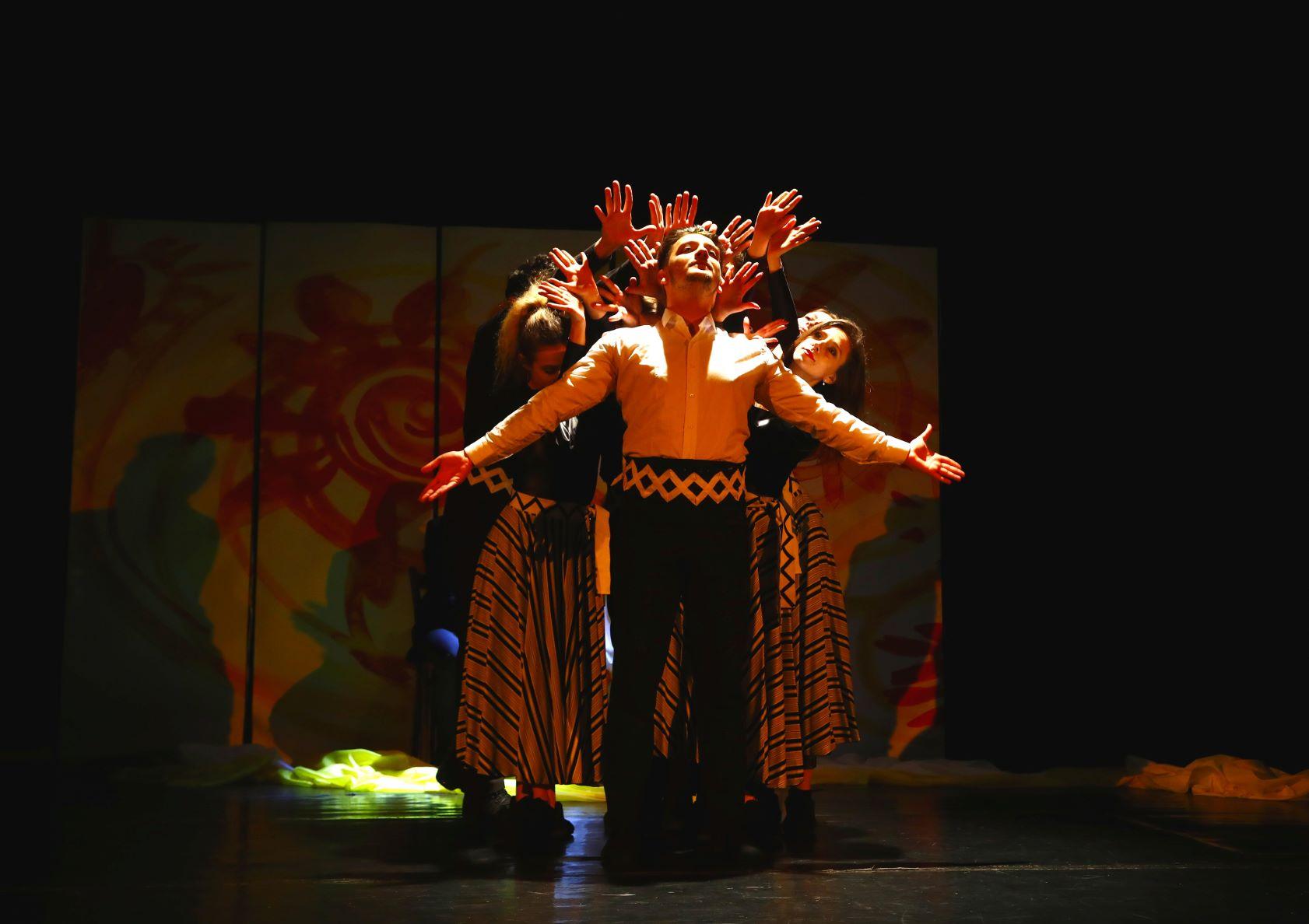 Teatrul Muzical Ambasadorii prezintă Povestea Florii-Soarelui online, în zilele de 24 și 25 aprilie