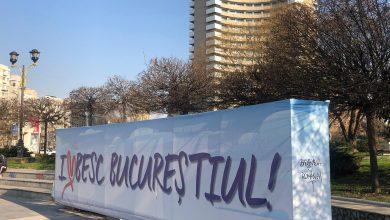 """Photo of """"București, primul oraș din țară liber de COVID. Aseară, protestatarii au reușit să alunge Pandemia din România, au forțat intrările sediului coronavirus și l-au pus pe fugă"""""""