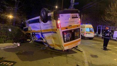 Photo of O ambulanță a fost lovită în plin și s-a răsturnat azi-noapte. Totul s-a petrecut în Sectorul 4 al Capitalei
