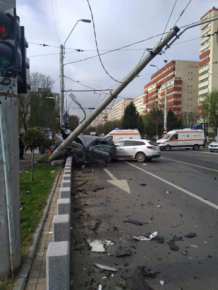 Accident grav în București. Circulația este oprită în zonă